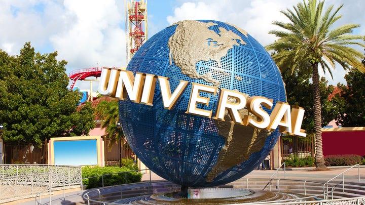 Universal Orlando Resort Is Removing Social Distancing Signs