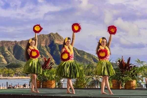 royal-hawaiian-luau-dances