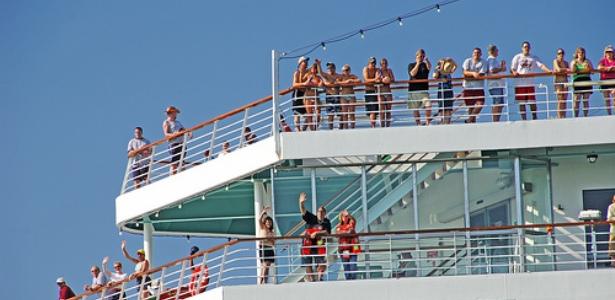 waving-from-cruise-ship